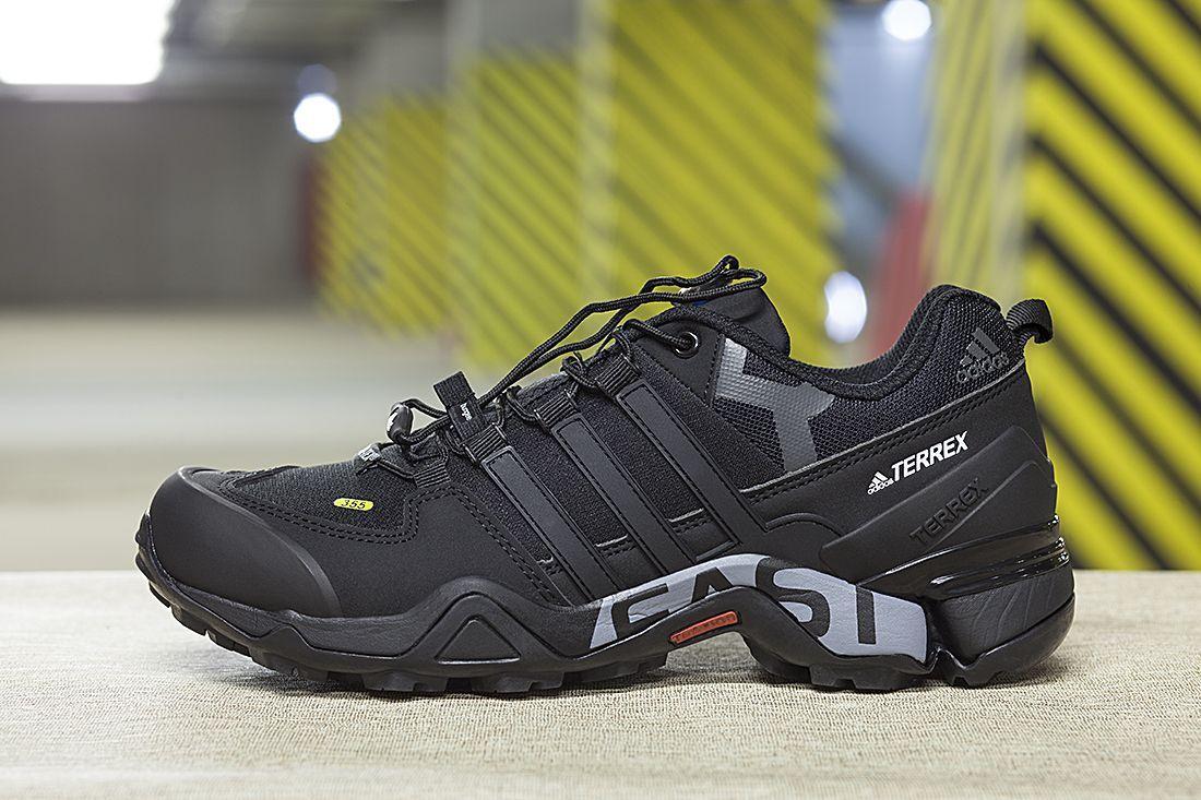 8f78e7076a6c Компания Адидас пару лет назад разработала совершенно новые технологии в  области производства зимней обуви. Оригинальные кроссовки Adidas Terrex –  модель на ...