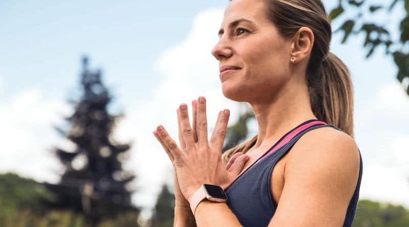 Приложение Fitbit помогает не трогать лицо