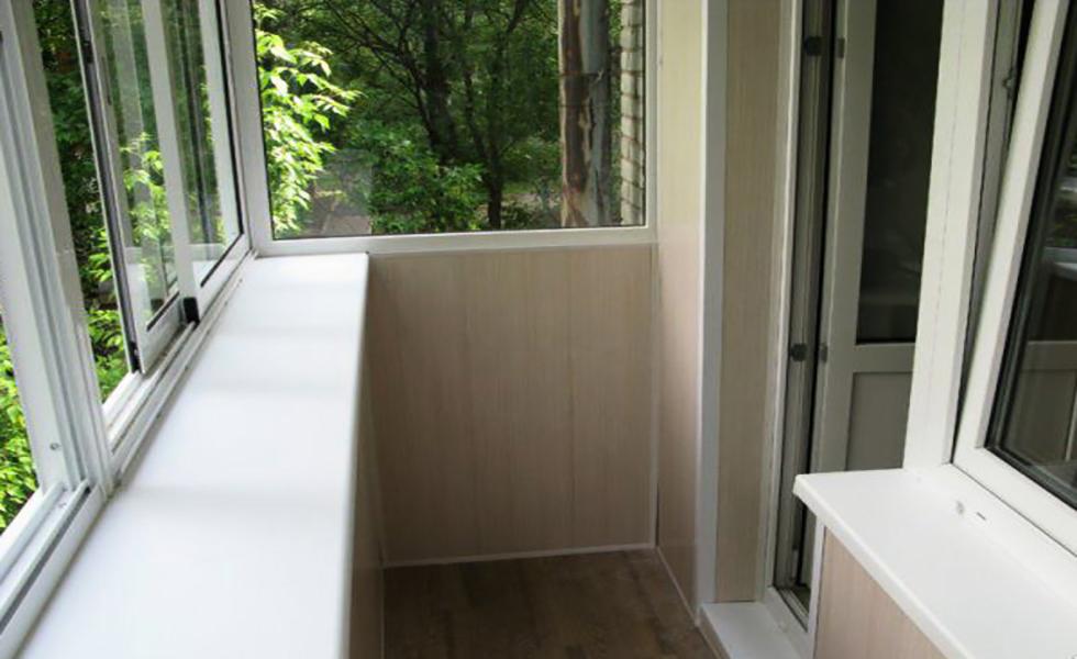 Услуги - продажа и установка окон и дверей любой комплектаци.