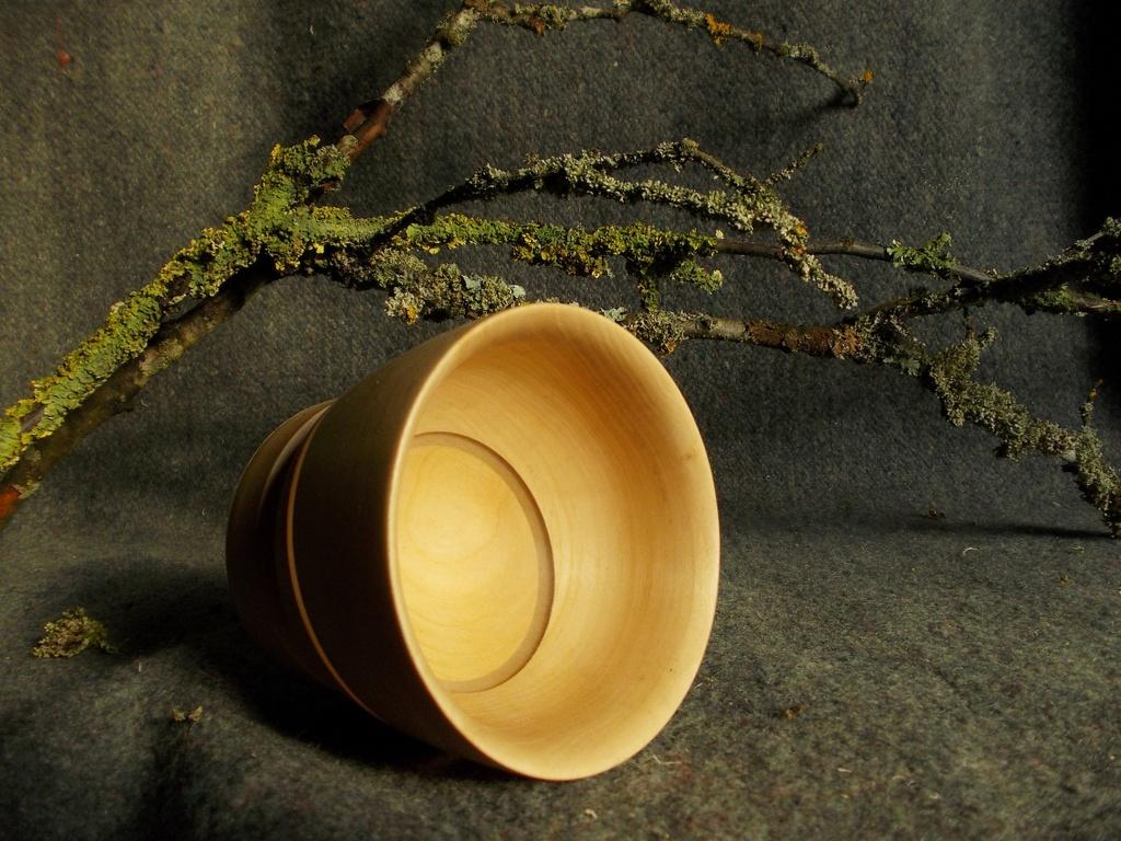 Вощение древесины широко применяется для защиты деревянной кухонной посуды и сувениров из дерева