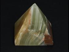 Пирамида Оникс мраморный, Пакистан (33*32*33 мм, вес: 38 г) №20682
