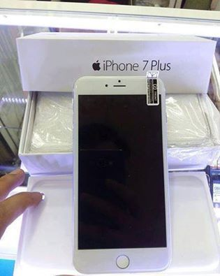 Apple iPhone 7,7 Plus - 256GB Unlocked)
