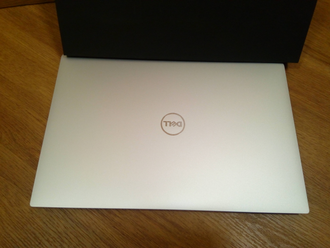 DELL XPS 9370 ( 13.3 FHD IPS i7-8550U UHD GRAPHICS 620 8Gb 256SSD )
