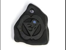 """АДЖНА - Шестая чакра """"Третий глаз"""", дает способность понять вселенную, кулон-амулет, вставка: Лазурит, резьба по камню, галька (42*35*9 мм, 21 г) №21615"""