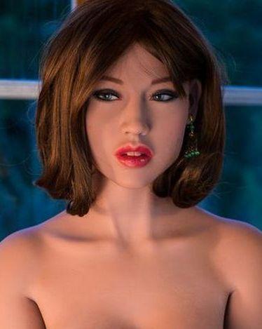 Красивая секс кукла Шатенка