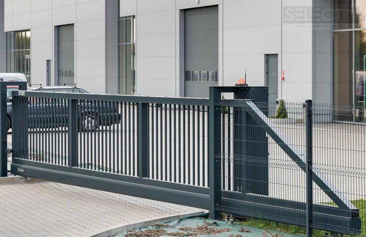 промышленные секционные ворота на склад - изготовление под заказ -киев