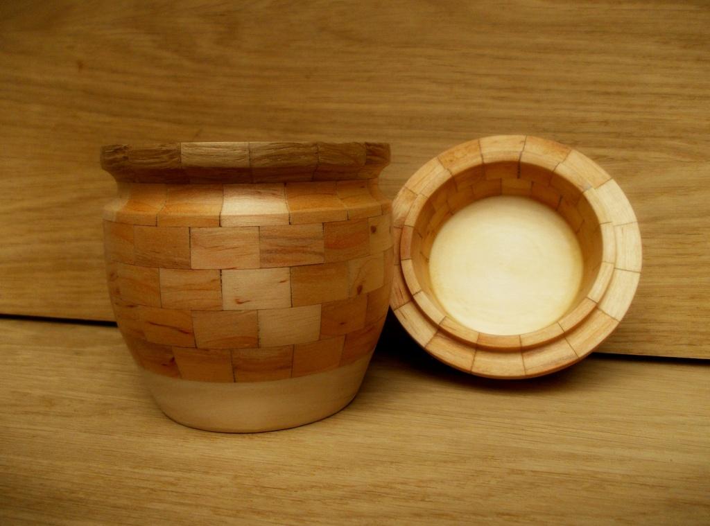 Деревянная чаша с крышкой