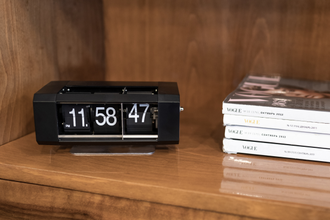flip clock with second plate