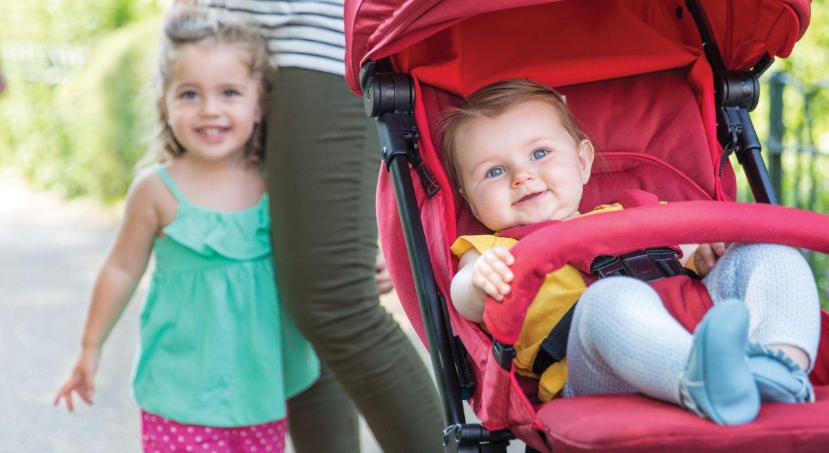 коляска предназначена для детей от рождения и до трех с половиной лет (до 17 кг)