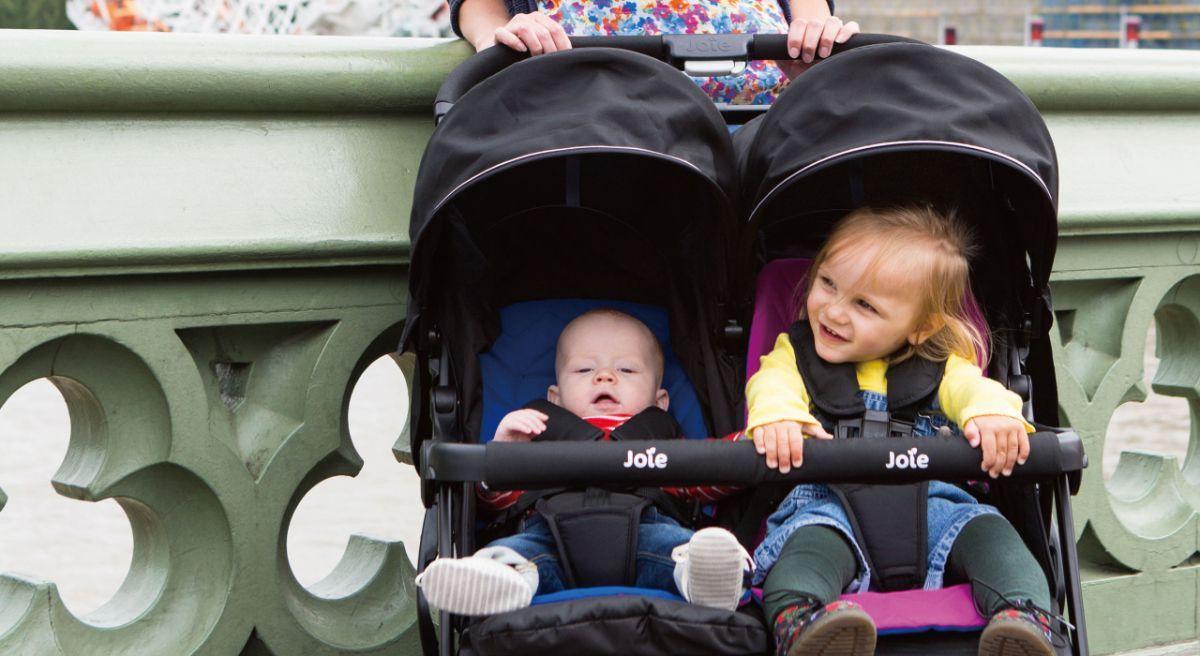 Прогулочная коляска для двойни Joie Aire Twin – это двухместная коляска