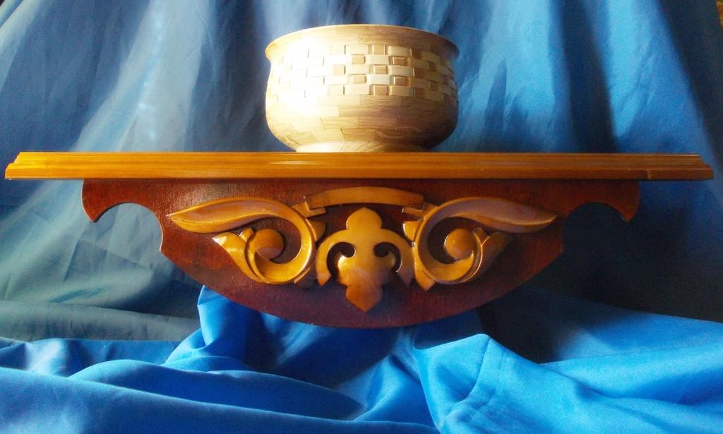 полка для икон или сувениров, мастерская в д. Великая Кракотка