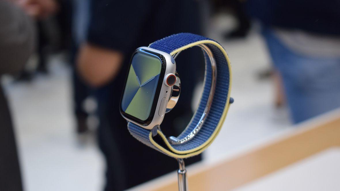 Первый взгляд: Apple Watch Series 5. Имитация «настоящих» часов