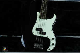 Fender Precision Bass® Standard RW Black