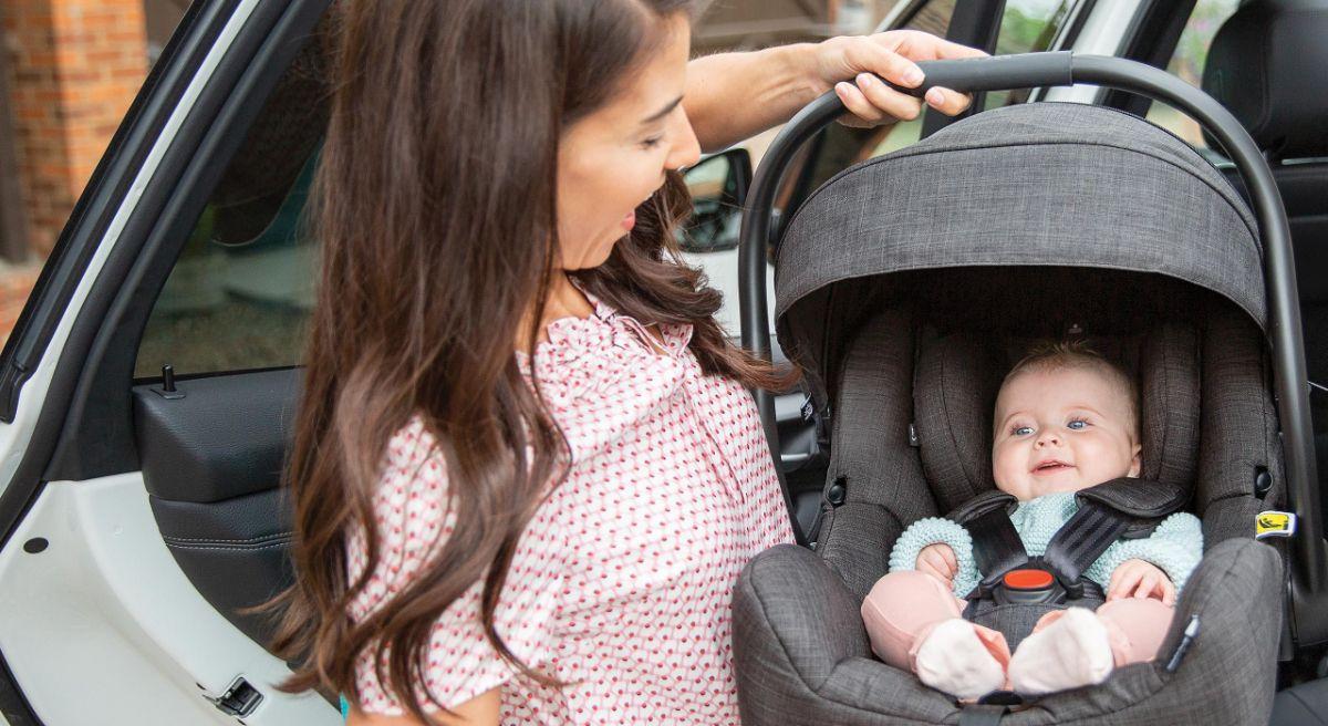 Автолюлька Joie i-Gemm стандарт i-Size ECE R129 идеально подходит для ребенка с рождения до 15 месяц