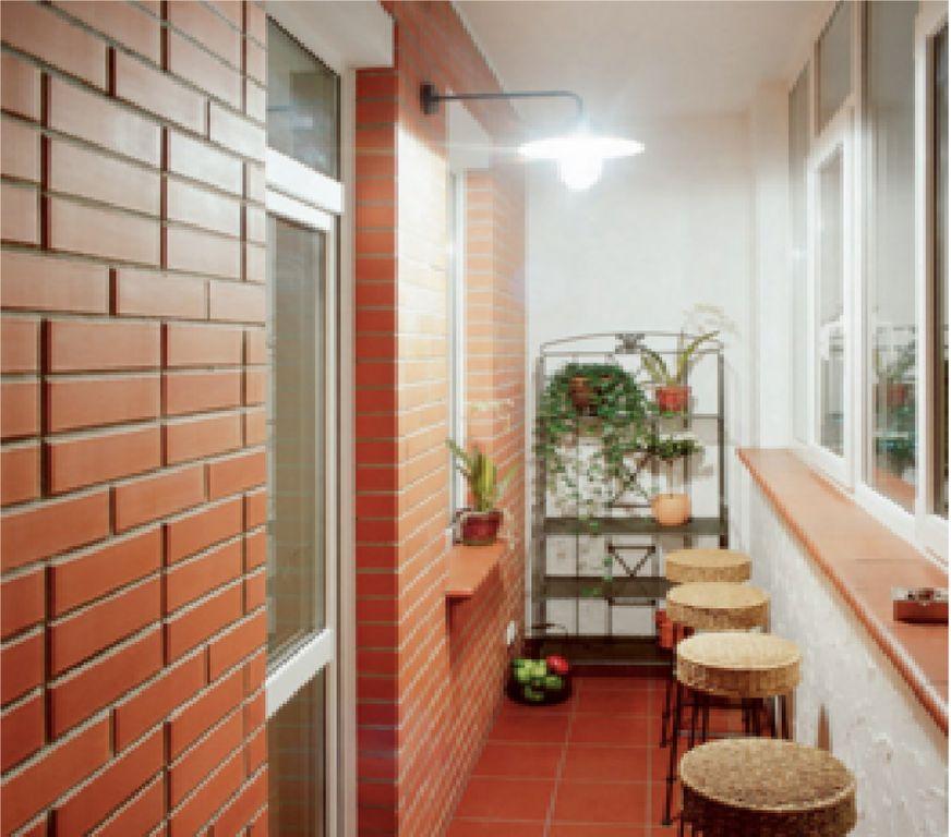 Отделка балкона под ключ от бригады опытных строителей..
