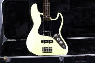 Fender Deluxe Aerodune Japan Jazz Bass  Aged White Dimarzio
