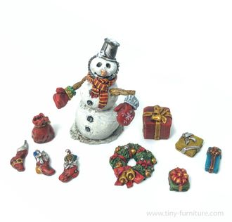 Snowman and Christmas gifts (PAINTED)
