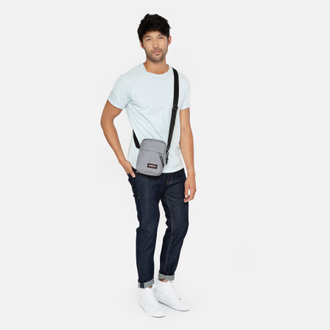 Парень с сумкой Eastpak The One Sunday Grey